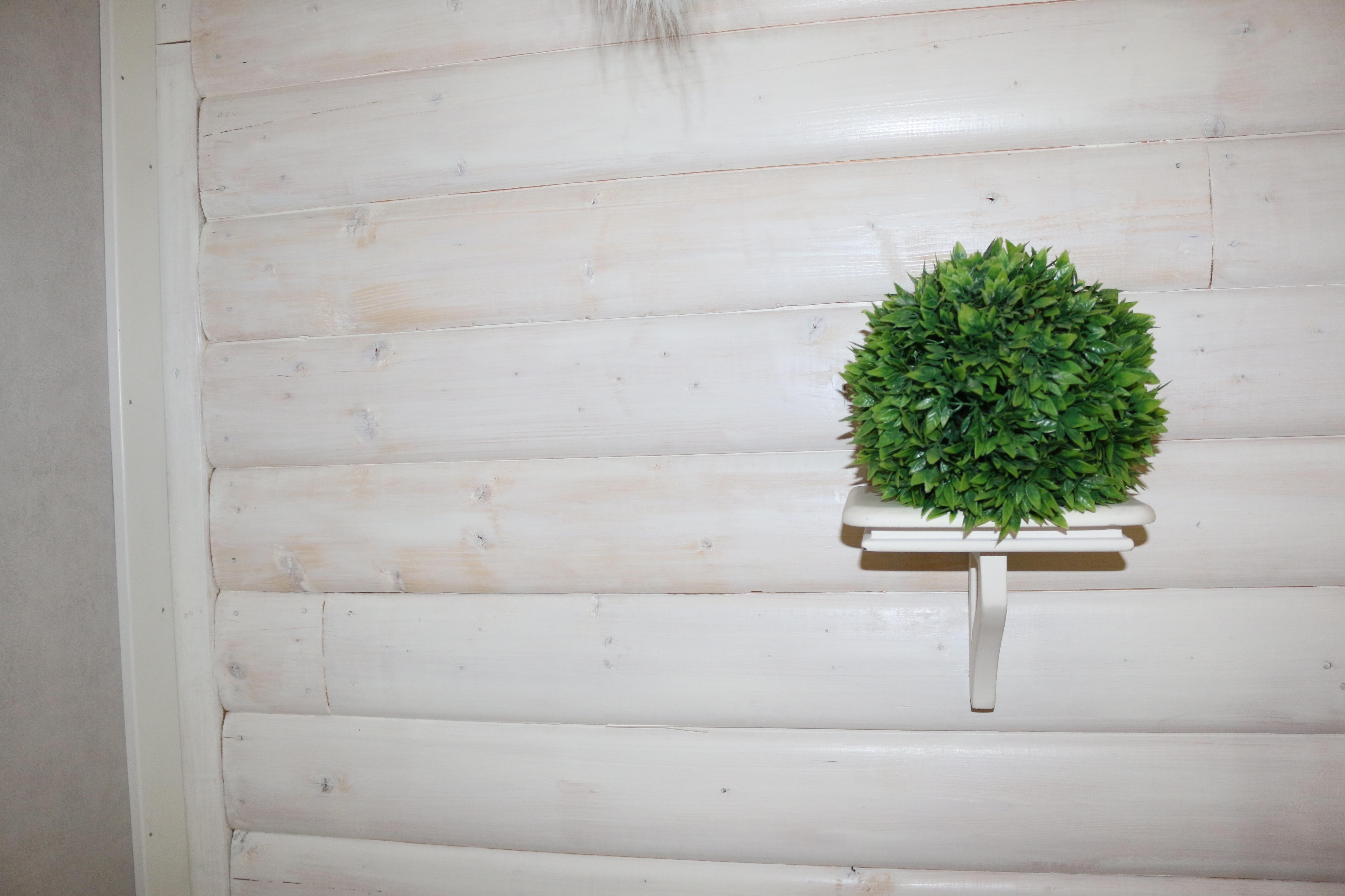 Träpanel på vägg istä'llet för tapet och färg